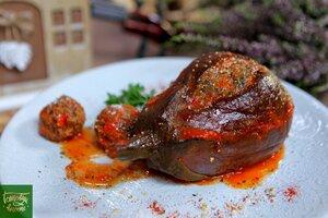 Фаршированные баклажаны тушенные в томатном соке