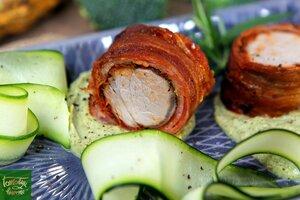 Свиная вырезка в беконе с пюре из брокколи