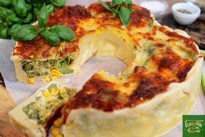 Пирог с овощами и голландским соусом