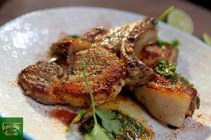 Свинина на кости с цитрусовым соусом