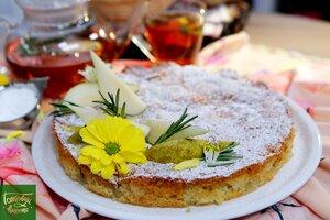 Бисквитный пирог c грушей и кардамоном