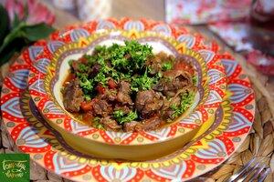 Pipis (куриные потроха в томатном соусе)