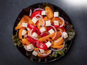 Теплый салат с фетой и овощами гриль