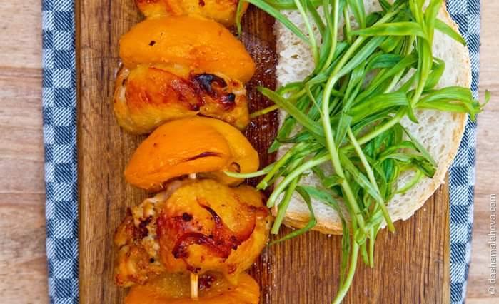 Куриный шашлык с персиками