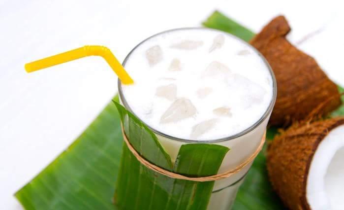 Кокосовый милк-шейк с бананом