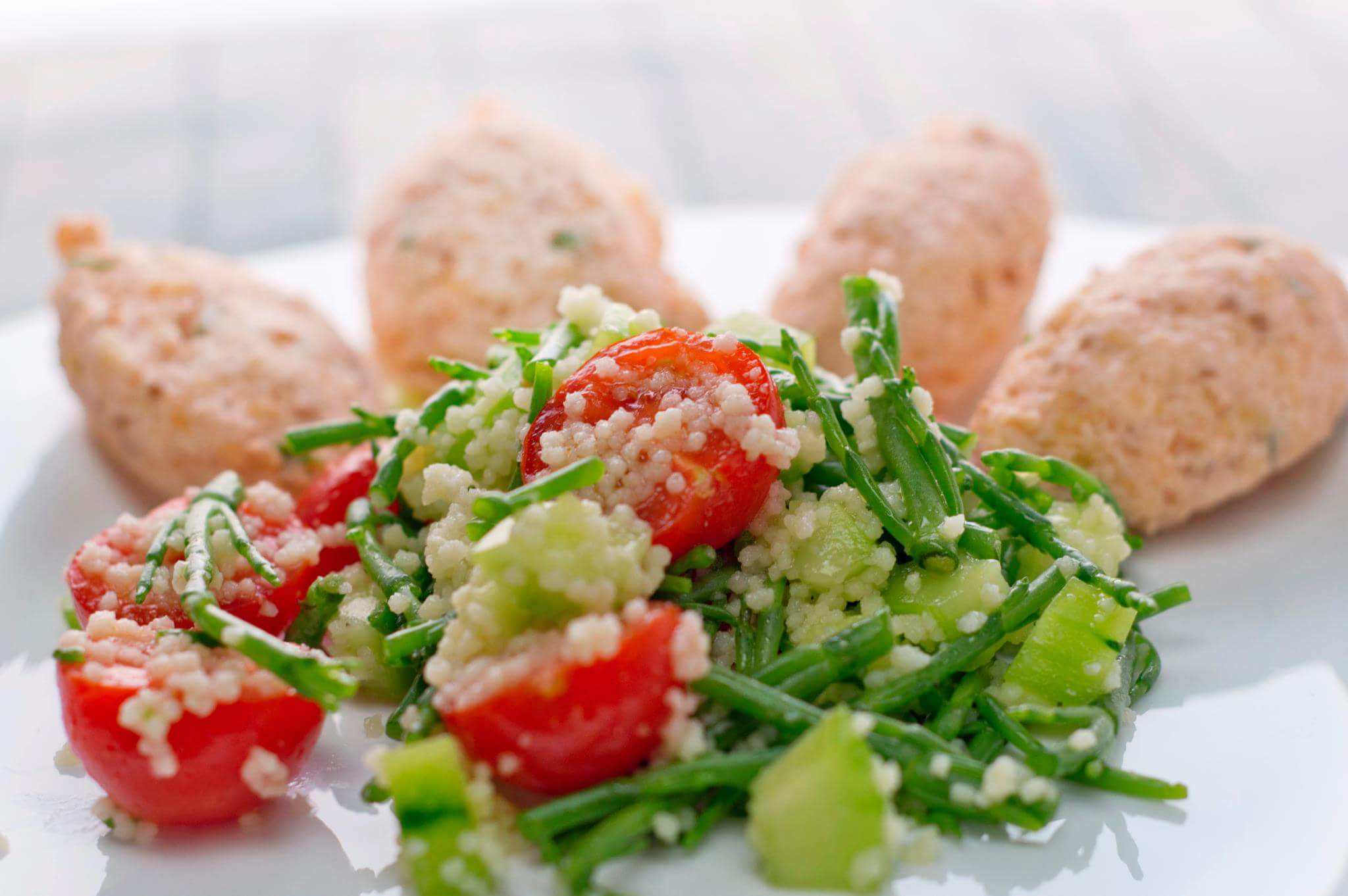 Фрикадельки из семги с салатом табуле