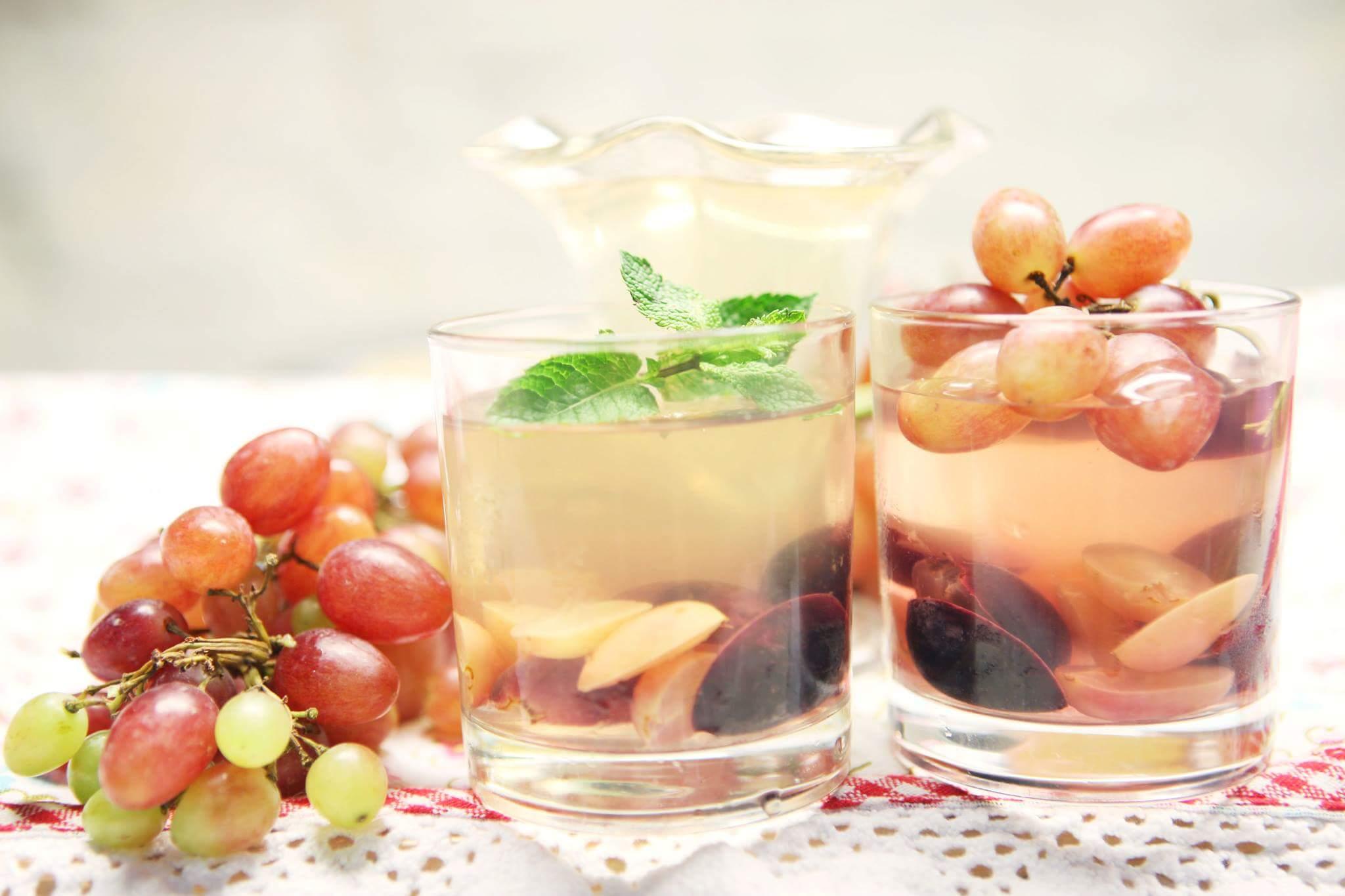 Винное желе с виноградом и лавандой