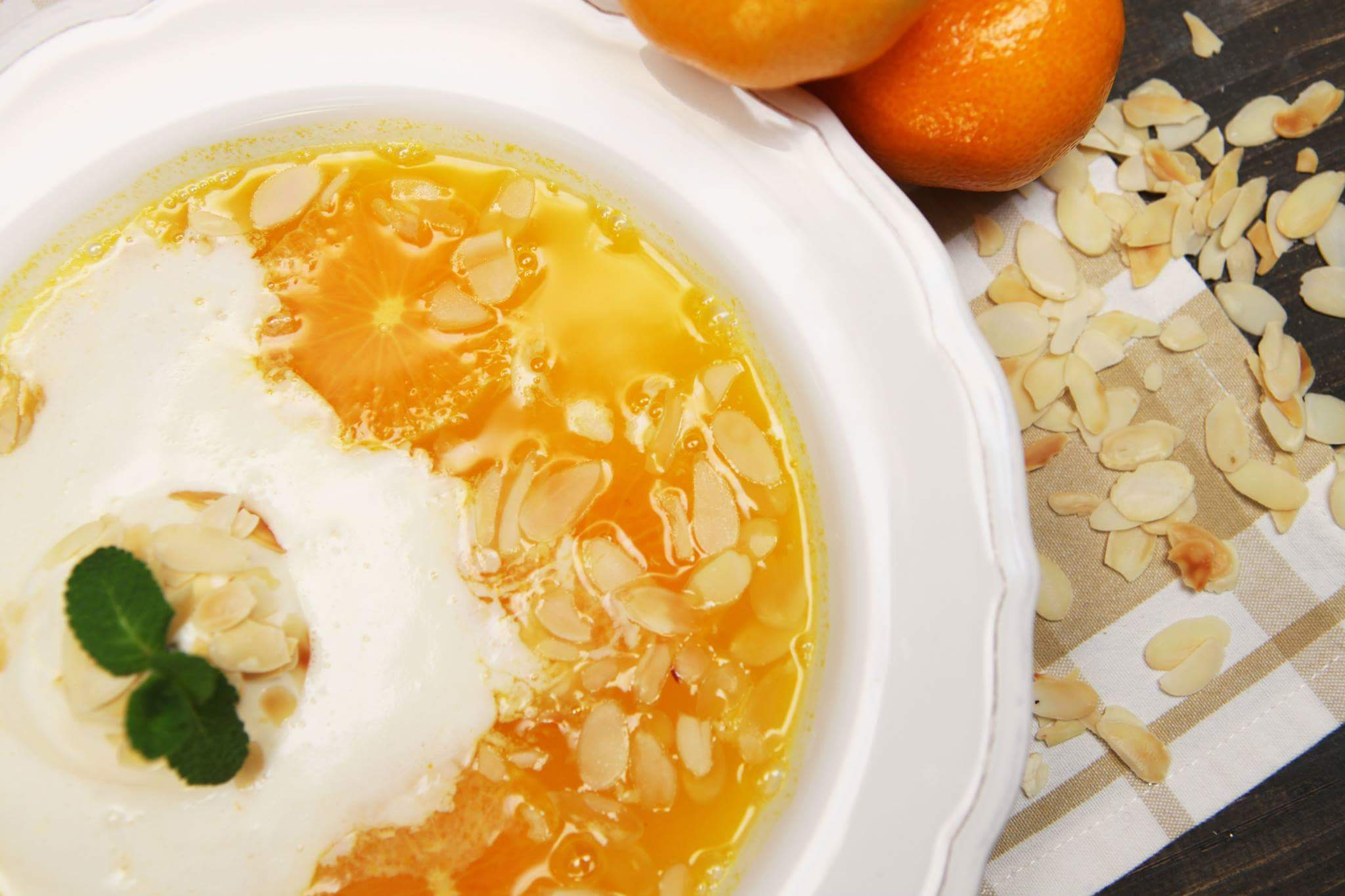 Мандариновый суп с миндалем и мороженым