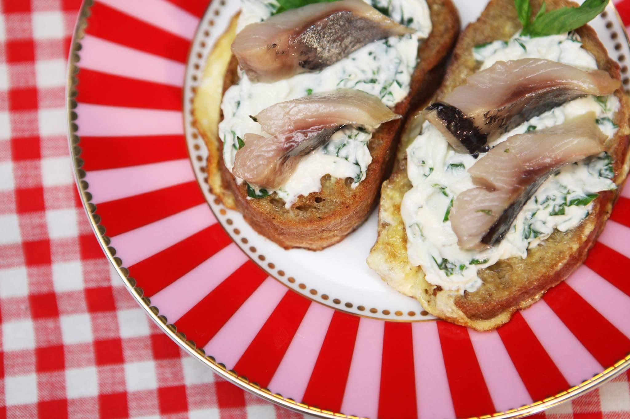 Французский тост с сыром и сельдью
