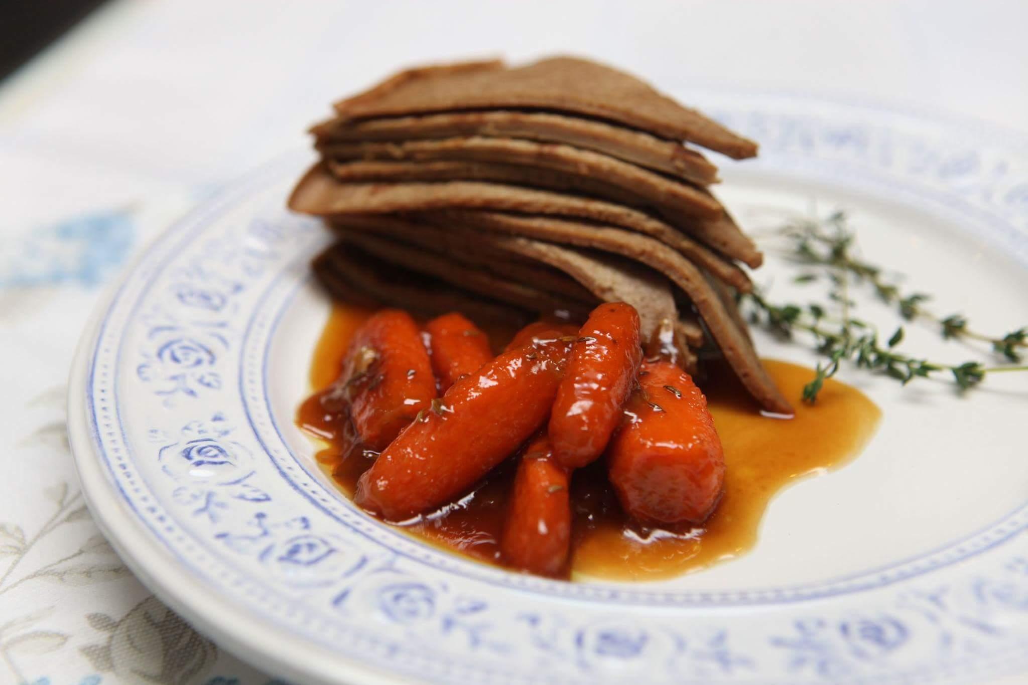 Печеночные блины с карамелизированной морковью