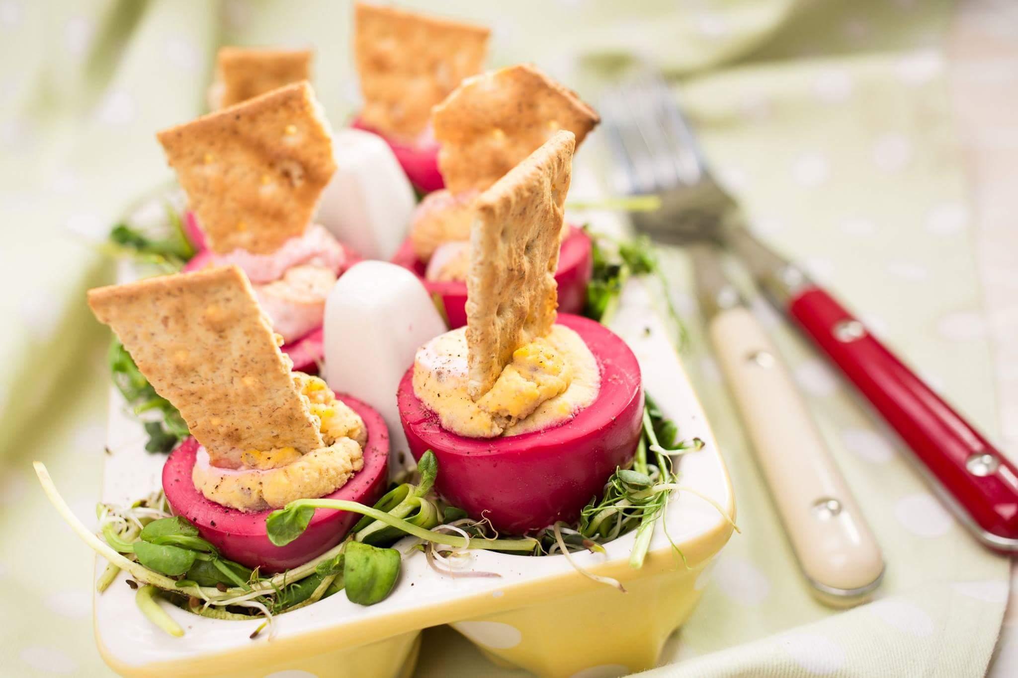 «Красные» яйца с печенью трески