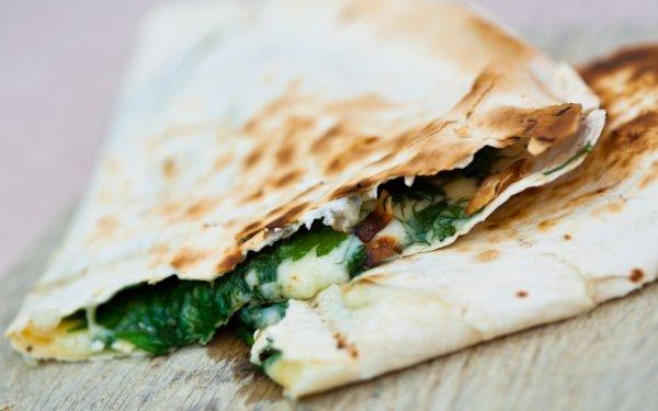 Лаваш-гриль с зеленью и сыром