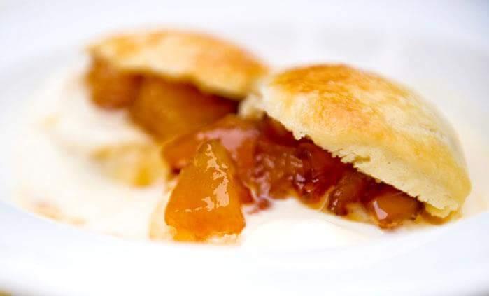 Рецепт Сконы с яблочным вареньем и сливками