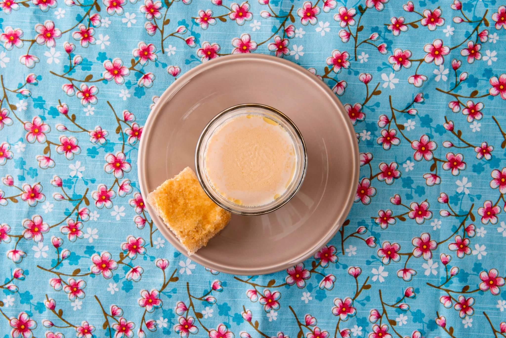 Рецепт Топленое молоко с какао-маслом и детский бутерброд