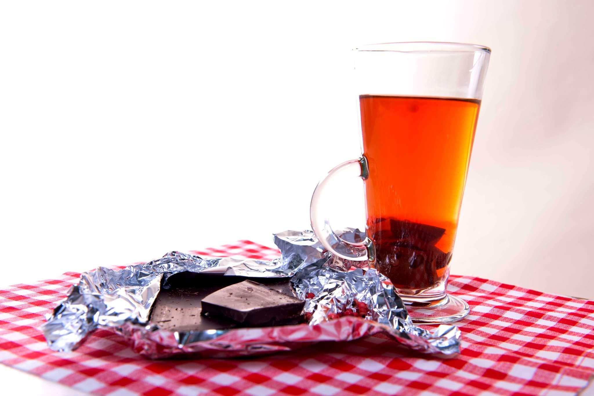 Шоколадный чай с розовым перцем