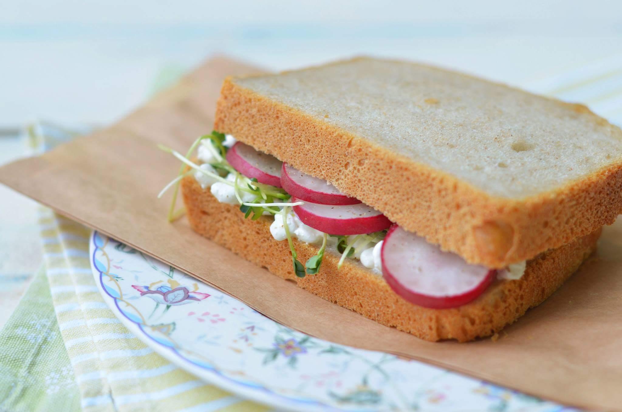 Легкий бутерброд с редисом