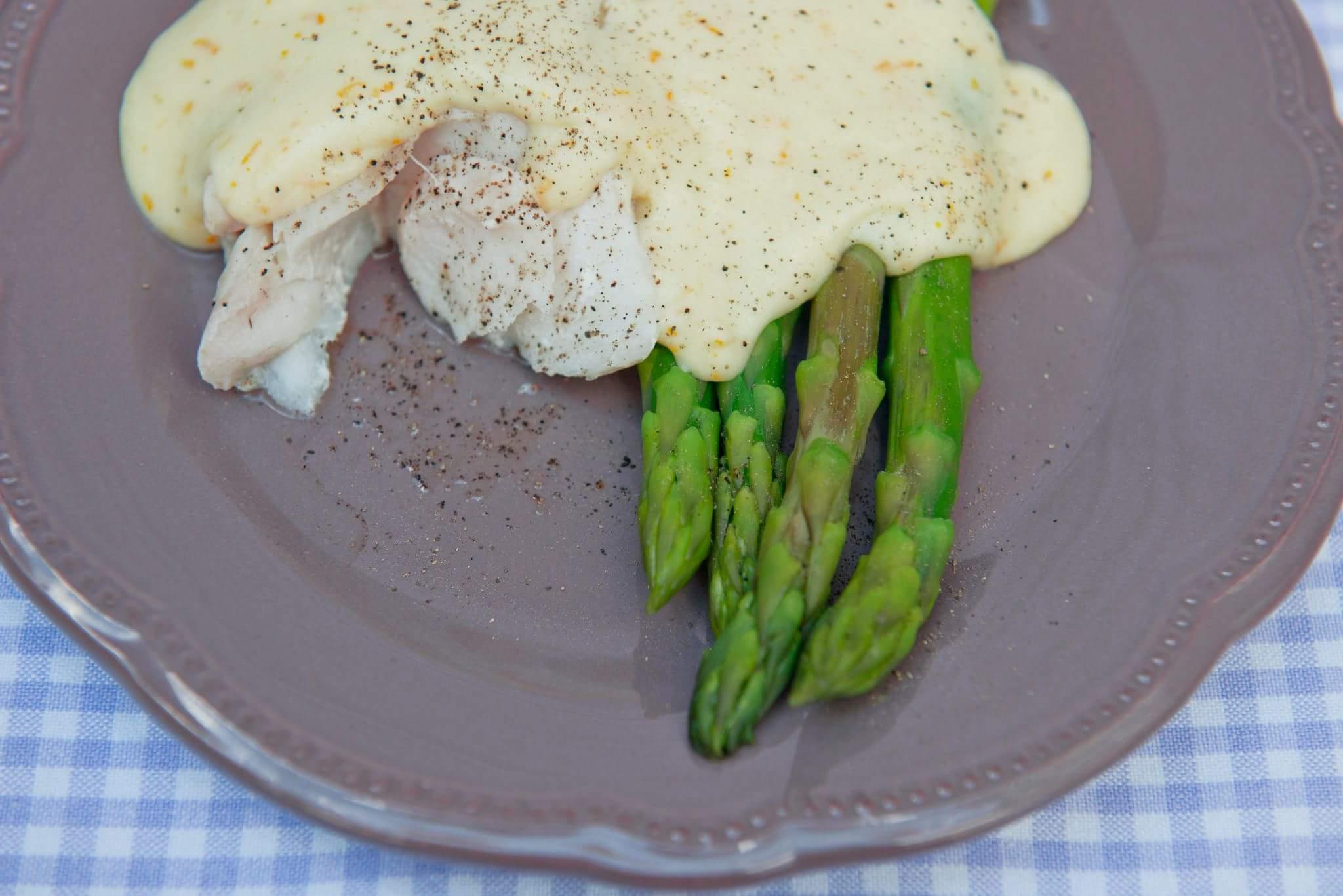Рецепт Треска на пару со спаржей и соусом бешамель