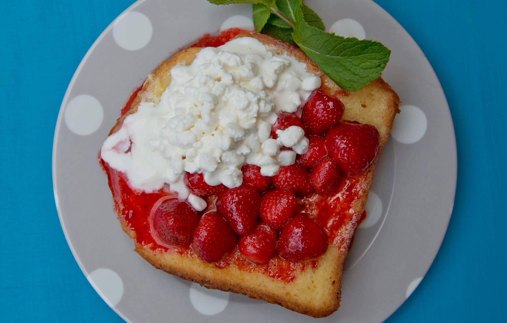 Рецепт Французский тост с творогом и клубникой