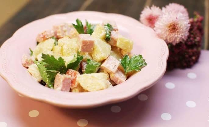 Картофельный салат с печеным чесноком