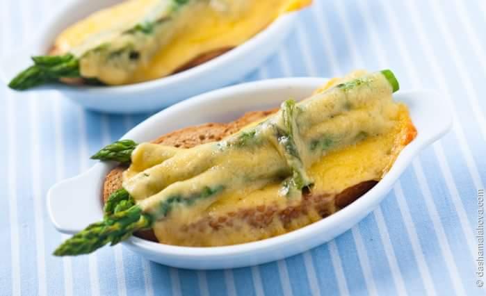 Рецепт Спаржа с сыром на хлебе