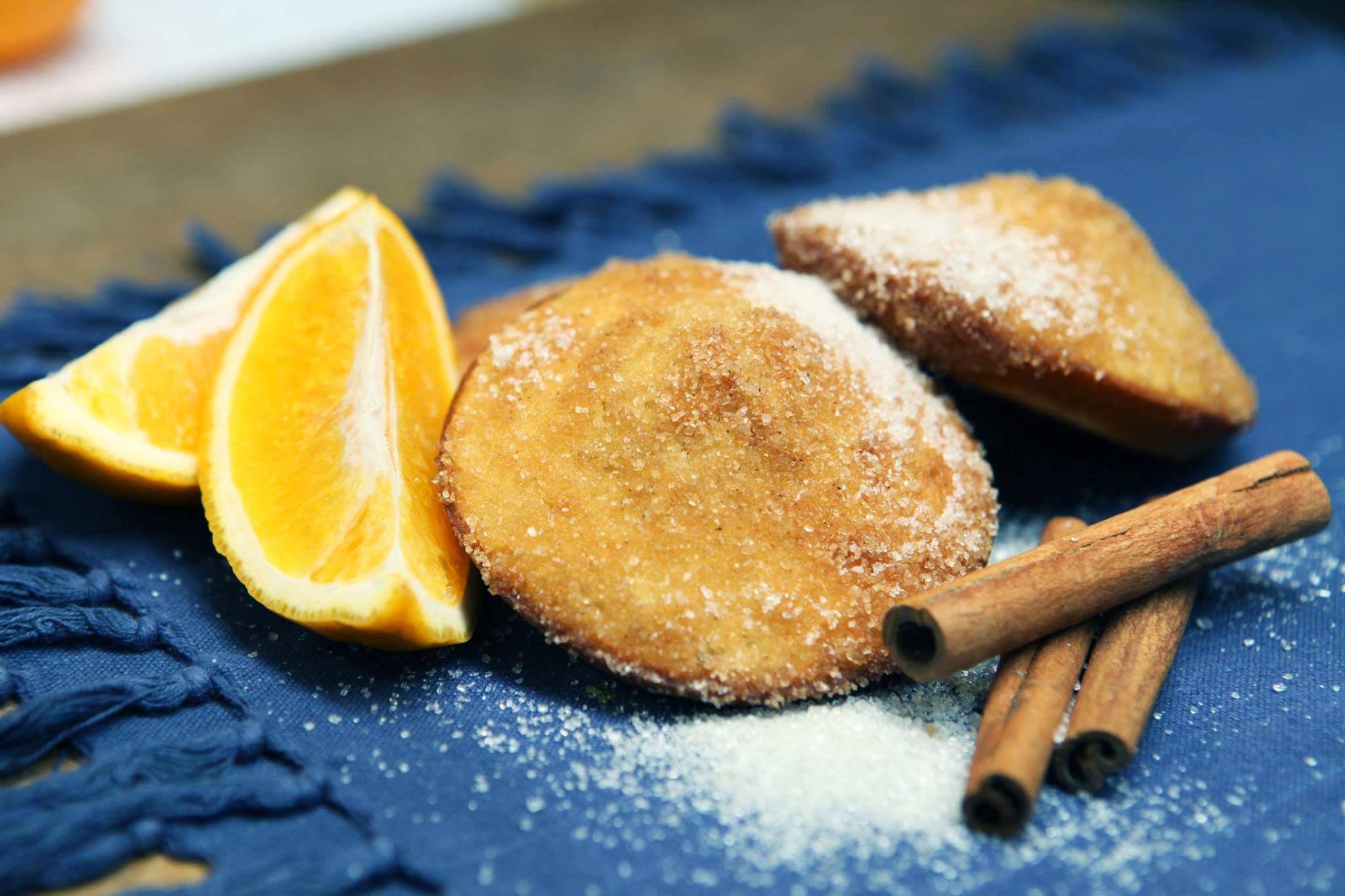Сахарные булочки с корицей