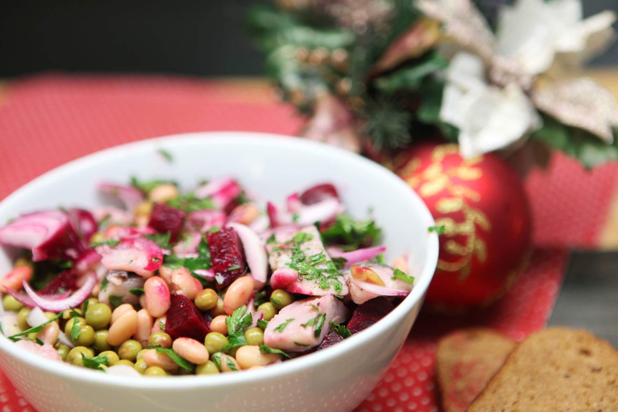 Зимний салат из овощей и сельди