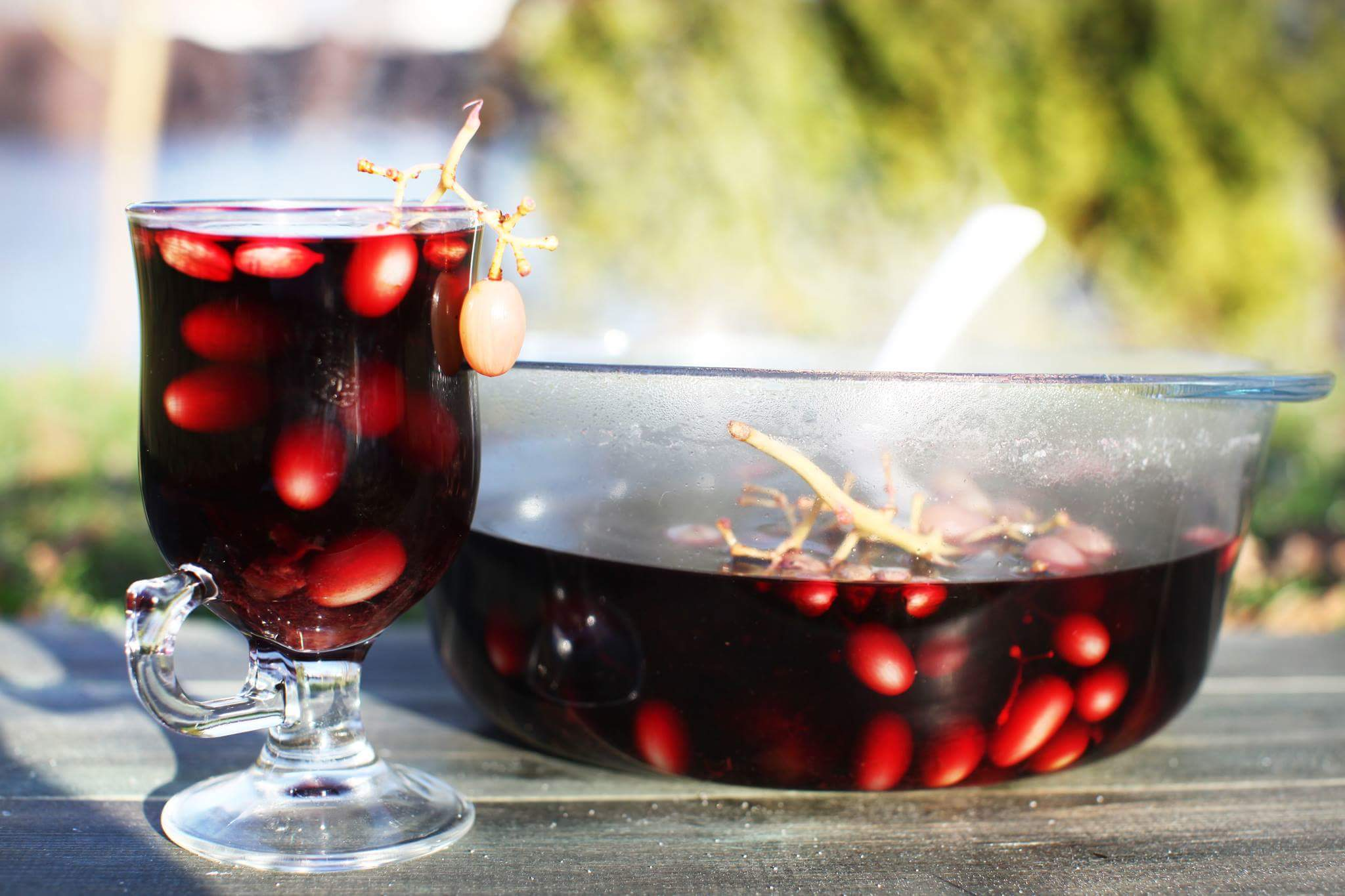 Глинтвейн с черносливом и виноградом