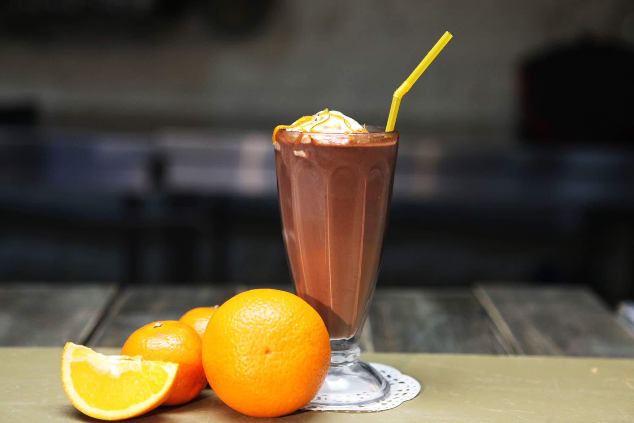 Горячий шоколад с апельсином и зефиром