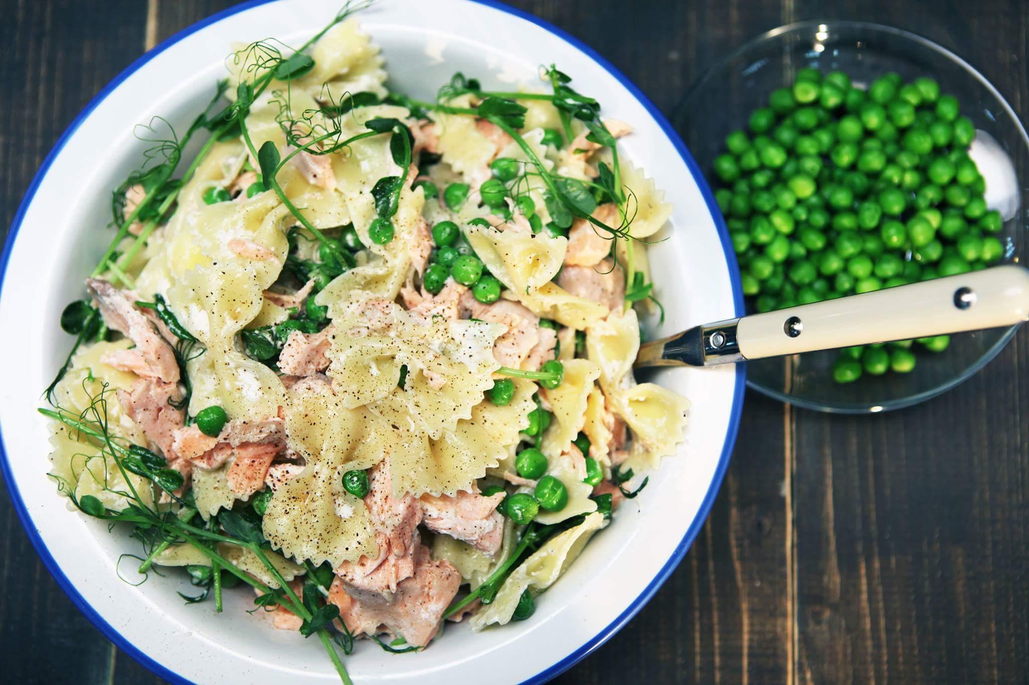 Теплый салат с семгой