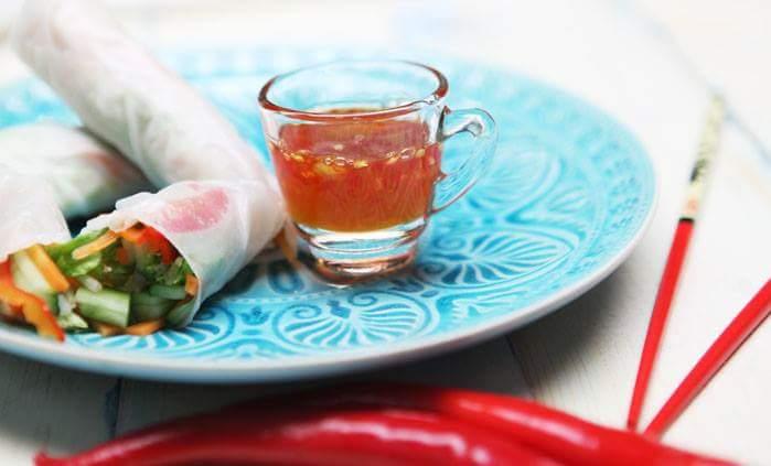 Овощные спринг-роллы с тайским соусом