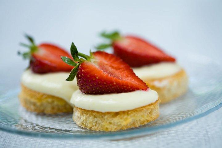 Рецепт Быстрые клубничные пирожные